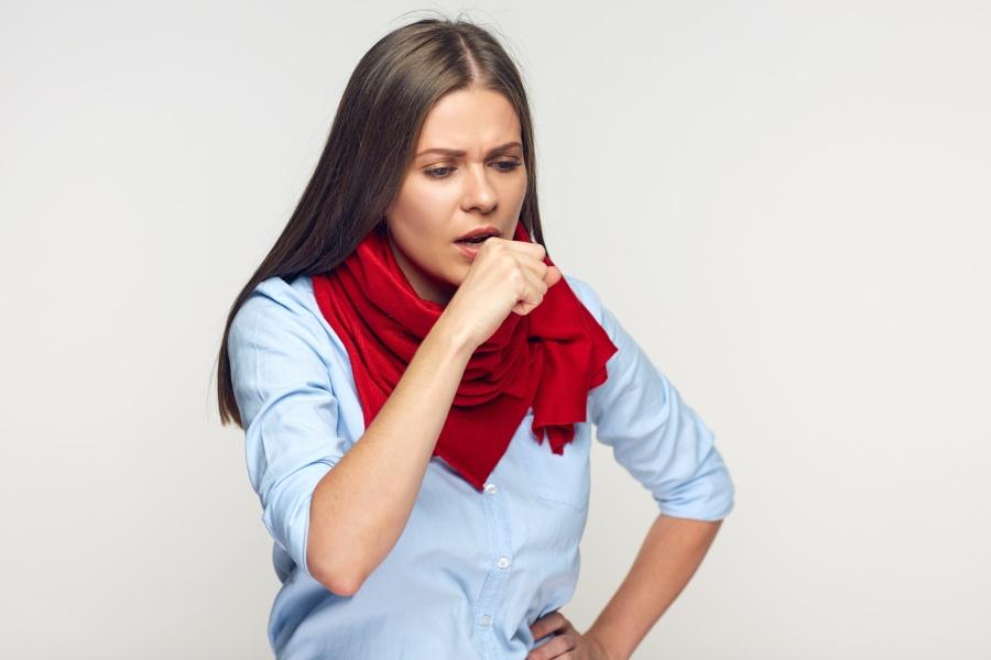 Bakteryjne zapalenie płuc - jak je rozpoznać? Czy można się zarazić?
