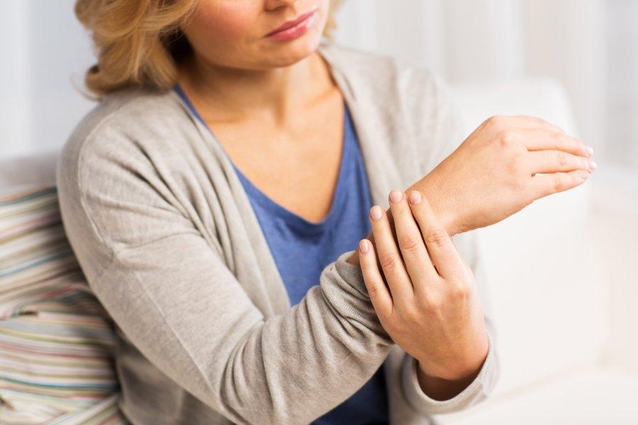 Ból stawów − co może oznaczać?