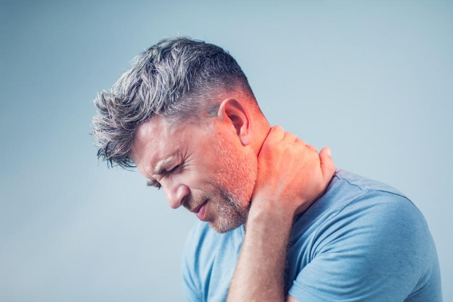 Ból z tyłu głowy - o czym może świadczyć?