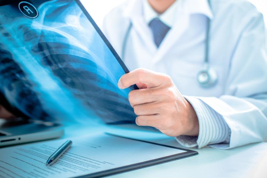 Czym zajmuje się pulmonolog?