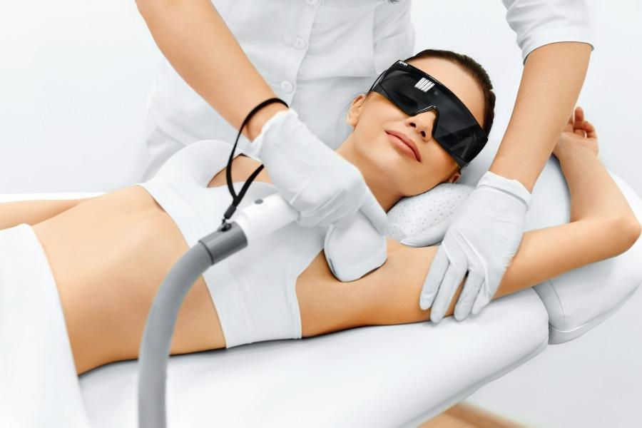 Depilacja laserowa - co warto wiedzieć przez zabiegiem?