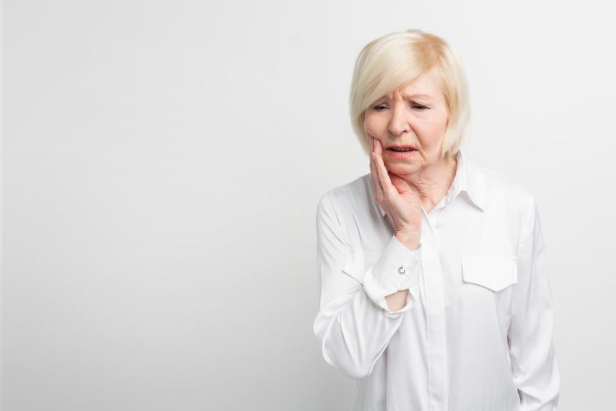 Jak złagodzić ból dziąsła?