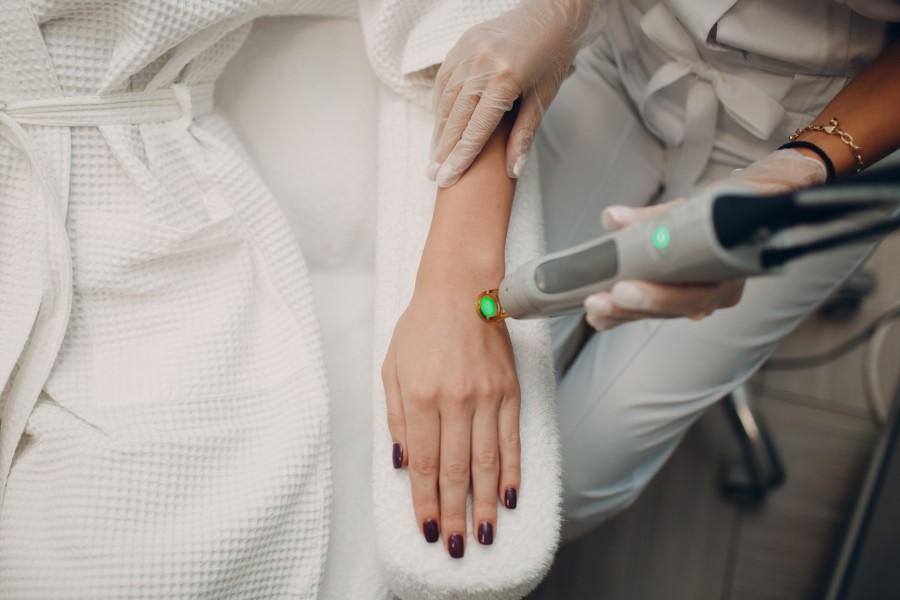 Na czym polega depilacja laserowa? LekarzeBezKolejki.pl
