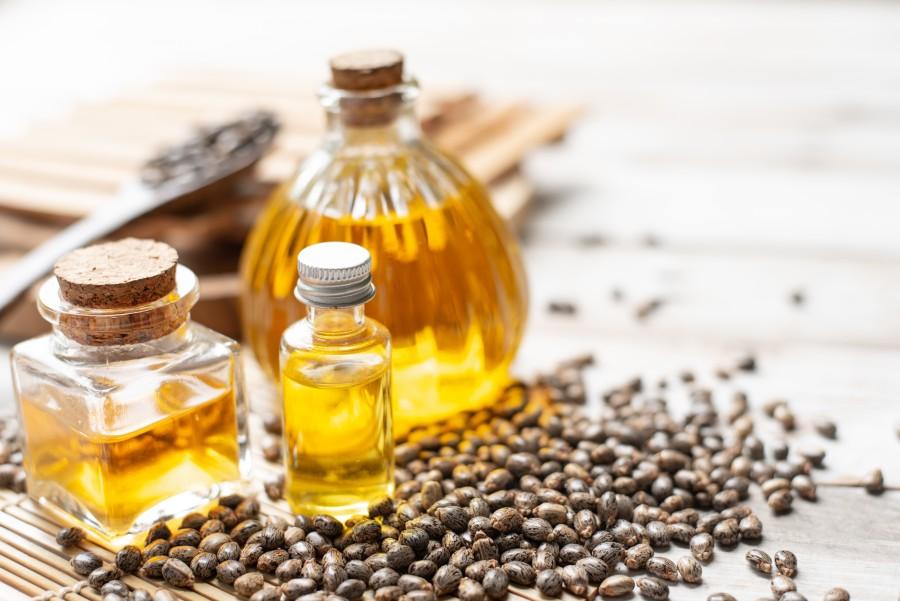 Olejek rycynowy - pielęgnowanie włosów, brwi i paznokci