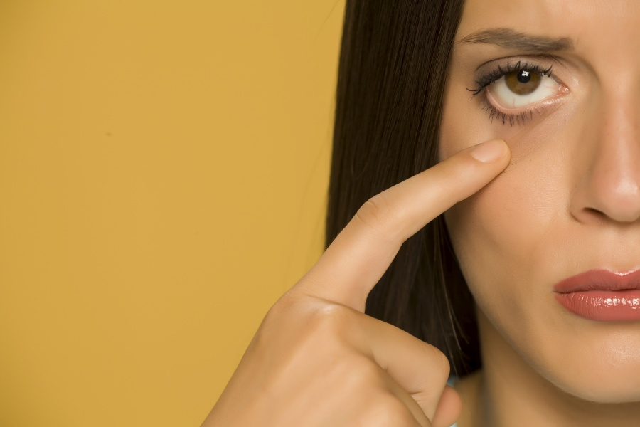 Podkrążone oczy - co jest powodem?
