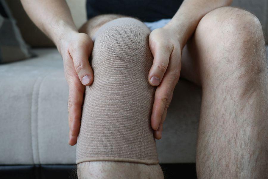 Uszkodzenie łąkotki – przyczyny, leczenie, objawy
