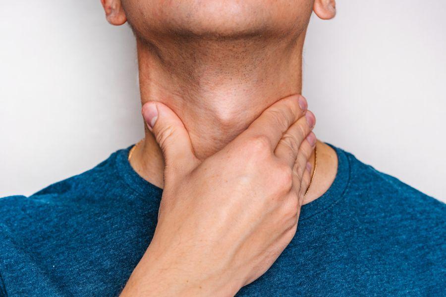 Wole tarczycy – przyczyny, objawy, leczenie